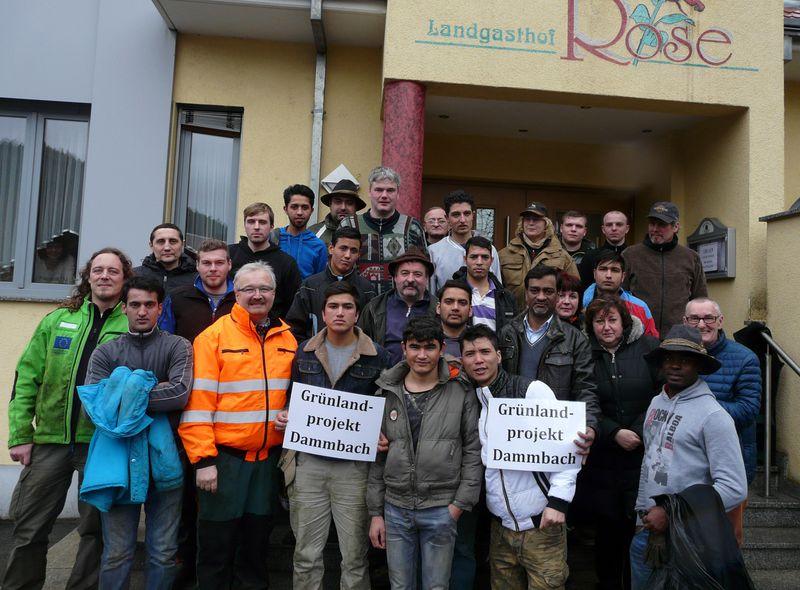 Gruppenfoto des Großteils der Helfer nach der Pflegeaktion im Naturpark Spessart.
