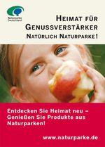 Anzeigenvorlage Heimat für Genussverstärker: ein Kind beißt in einen Apfel und schaut in die Kamera.